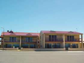 Tumby Bay Hotel Seafront Apartments - Accommodation 4U