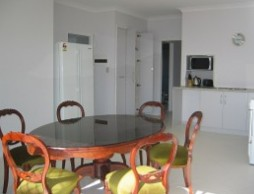 Olas Holiday House - Accommodation 4U