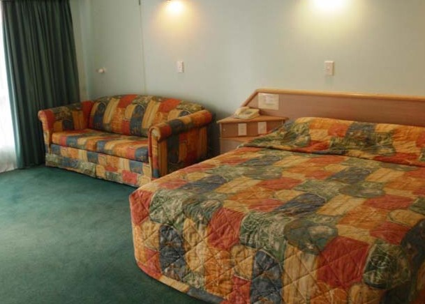 Runaway Bay Motor Inn - Accommodation 4U