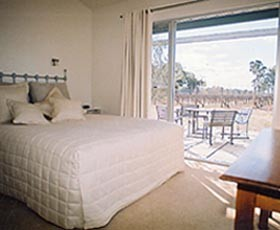 Tinnies At Back Creek Vineyard - Accommodation 4U