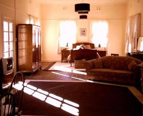 Old Parkes Convent - Accommodation 4U