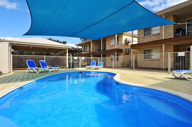Lakeside Holiday Apartments - Accommodation 4U