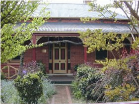 FINCHES OF BEECHWORTH - Accommodation 4U