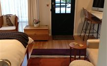 Milo's Bed and Breakfast - Accommodation 4U