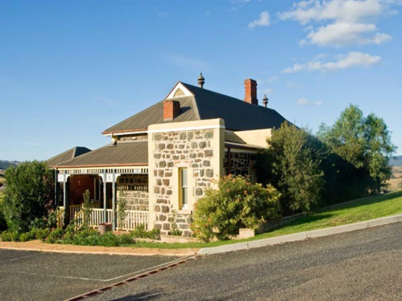 Hermitage Hill Resort - Accommodation 4U