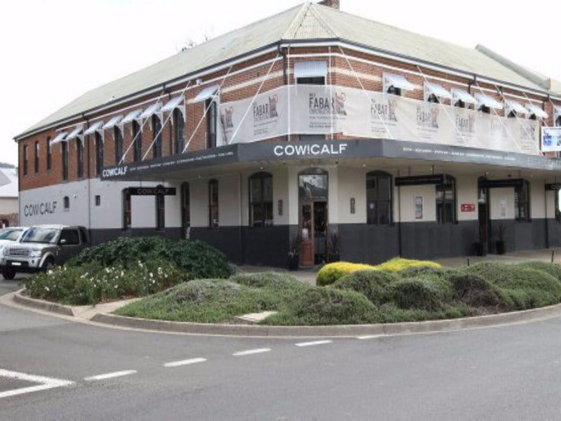 Cow and Calf Hotel - Accommodation 4U