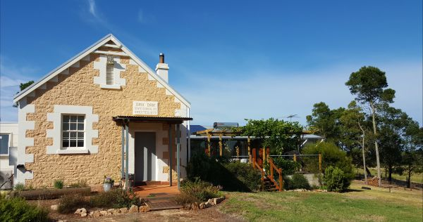 The Old Drik Drik Schoolhouse Retreat - Accommodation 4U